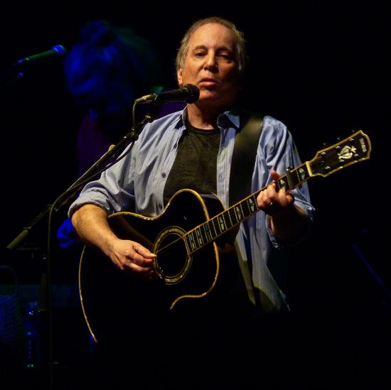 901px-Paul_Simon_at_the_9-30_Club_(b)